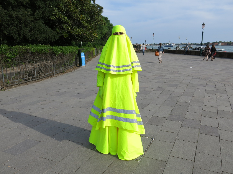 Marco Biagini, Outseider pavillon, High visibility burqa