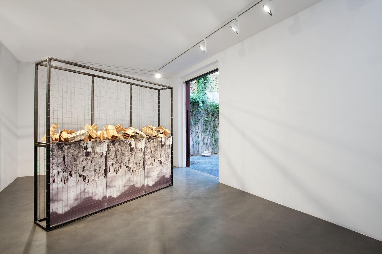 Be Top Be Down, 2015, forati, cemento, ferro, legno, stampa uv, 200x230x40 cm