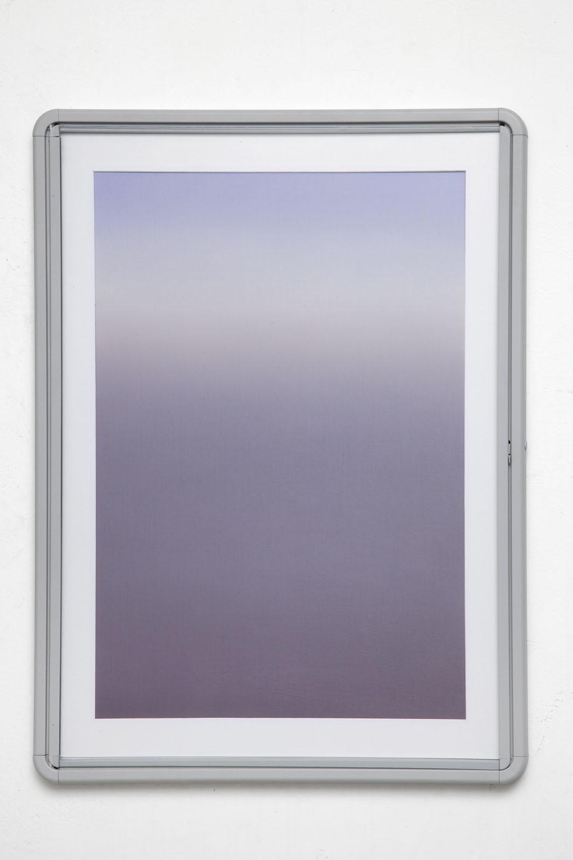 Delimited beam 2, 2015, olio, polvere di pietra calcarea, polvere di grafite su lino, teca in alluminio, vetro, 100x73 cm