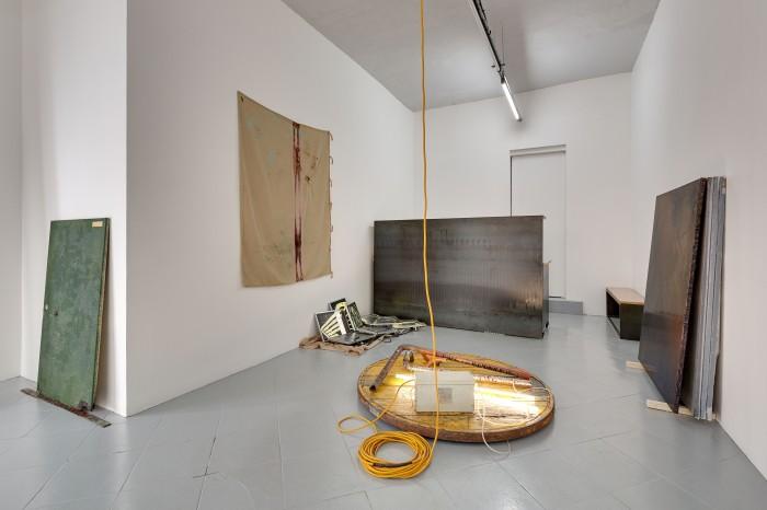 galerie-jeromepauchant-quentin-euverte-mobilier-himalaya-insitu6